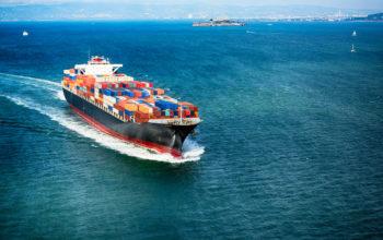 Navire porte-conteneurs sur la baie de San Francisco
